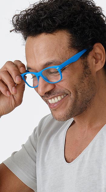 Harper (Blue) Retro Reading Glasses - Thumbnail Model Image